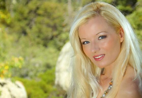 10 year veteran of live webcams Heidi Hanson is just 33!
